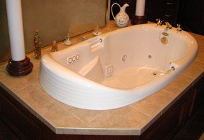 jetted bathtub at Andon Reid